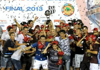 Lanus-levanto-Copa-Sudamericana-DyN_CLAIMA20131211_0236_14