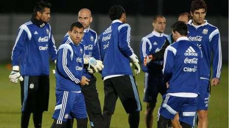 carlos-tevez-argentina-training-session-london-11112014_1kqrazfbp3xcj1c26vymvsvh1s