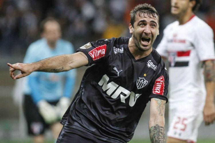 Pratto comemora o segundo gol anotado contra o São Paulo