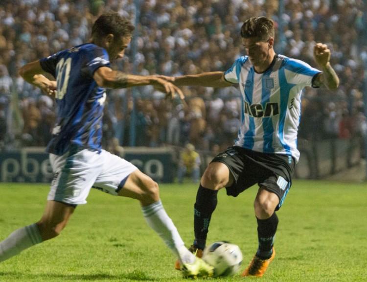 zzzznacd2NOTICIAS ARGENTINAS TUCUMAN, FEBRERO 7: Atlético Tucumán derrotó por 2 a 1 a Racing en un encuentro que disputaron esta noche en la ciudad de Tucumán por la jornada que dio inicio al Torneo de Primera.FOTO NA: AGENCIA TUCUMANzzzz
