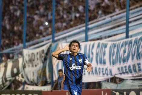 Luis-Rodriguez-festeja-gol-Huracan_OLEIMA20160401_0221_28