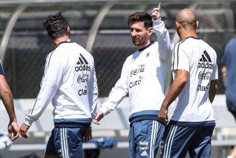Messi-practica_OLEIMA20160608_0139_28