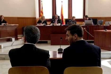 Messi-presento-declarar-junto-padre_OLEIMA20160602_0053_28