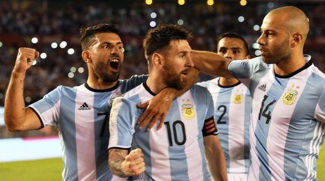Argentina-Chile-eliminatorias-festejo-Messi-Aguero-y-Mascherano-1920