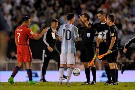 Messi-protesta-Ricci-asistentes-Chile_OLEIMA20170327_0168_28