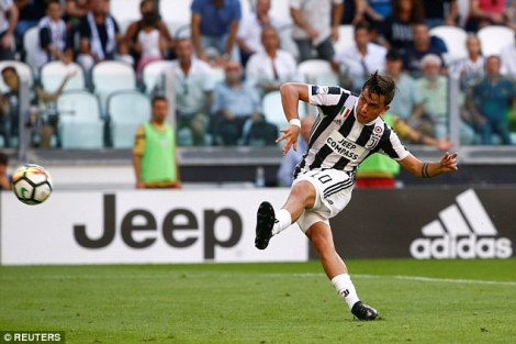 4363033500000578-4805606-Paulo_Dybala_scores_his_third_goal_in_a_week_in_Juventus_3_0_ope-a-65_1503167934229