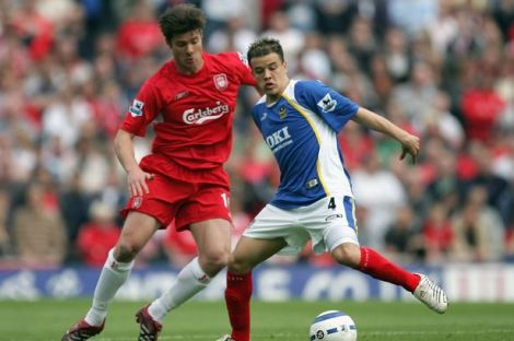 Andres-DAlessandro-of-Portsmouth-is-challenged-by-Xabi-Alonso-of-Liverpool-at-Fratton-Park-on-May-7-2006