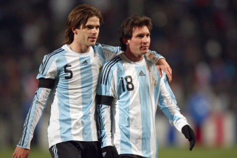 Lionel+Messi+Fernando+Gago+France+v+Argentina+AQngRn0qSxPl (1)